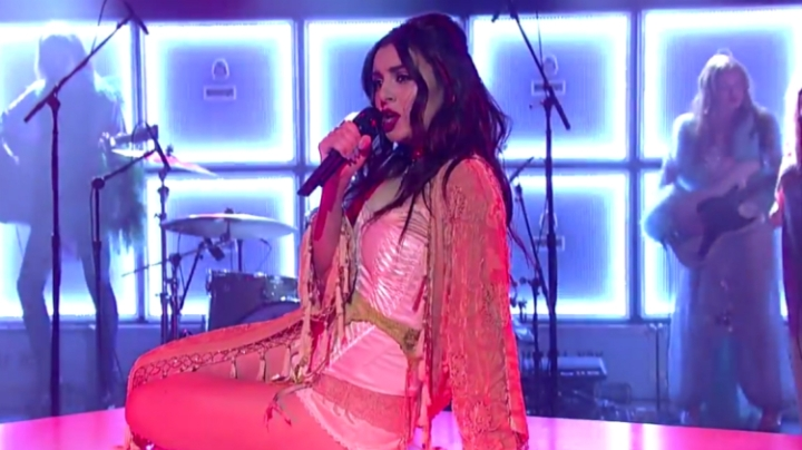charli-xcx-need-ur-luv-live-performance-letterman-750x421