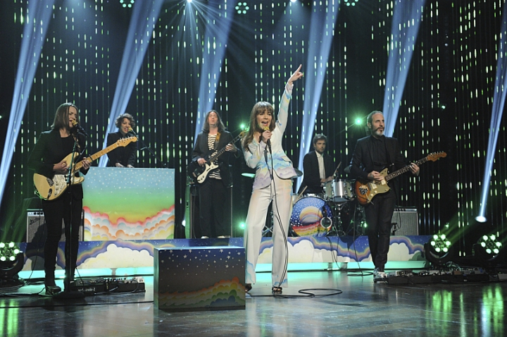 jenny-lewis-late-late-show-corden-performance-pub
