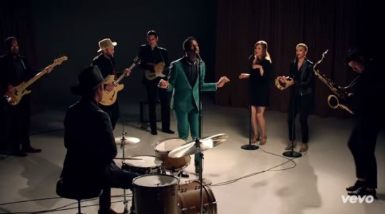 smooth-sailing-music-video-screenshot-leon-bridges-2015